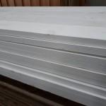 Wit geverfde steigerplanken
